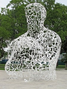 """Body of Knowledge"", 2010. Escultura en acero de Jaume Plensa, en el Campus de la Universidad Goethe en Frankfurt."