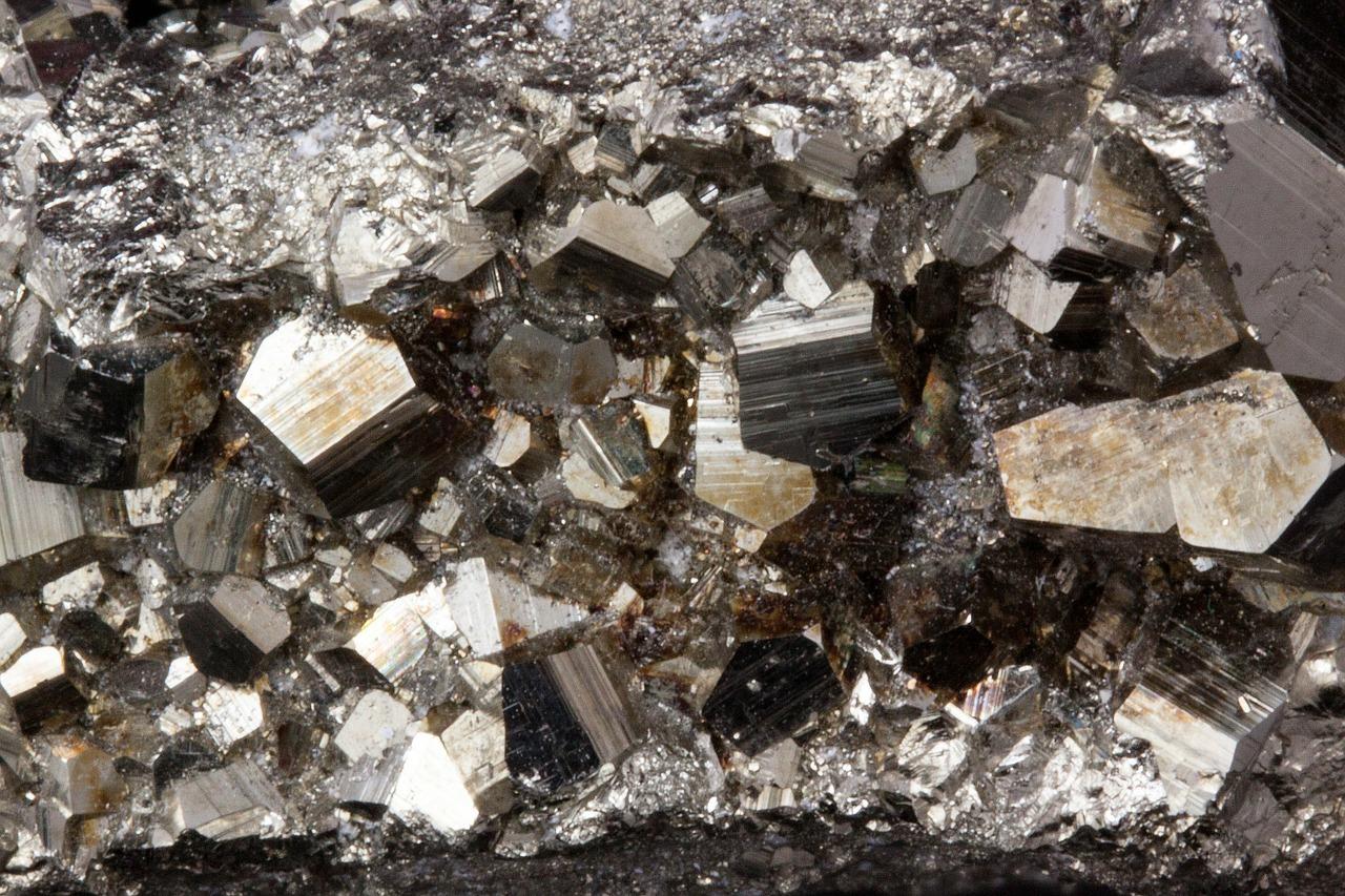Simbolismo de el hierro biblioteca de nueva acr polis for Materiales que forman el suelo